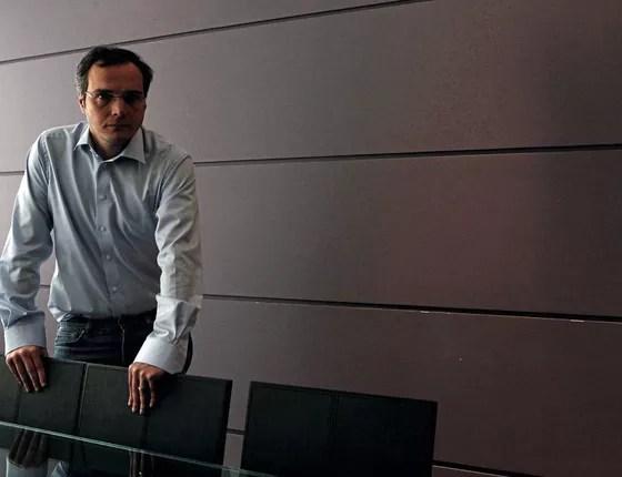 O operador Lúcio Funaro em seu escritório (Foto:  HÉLVIO ROMERO/ESTADÃO CONTEÚDO)