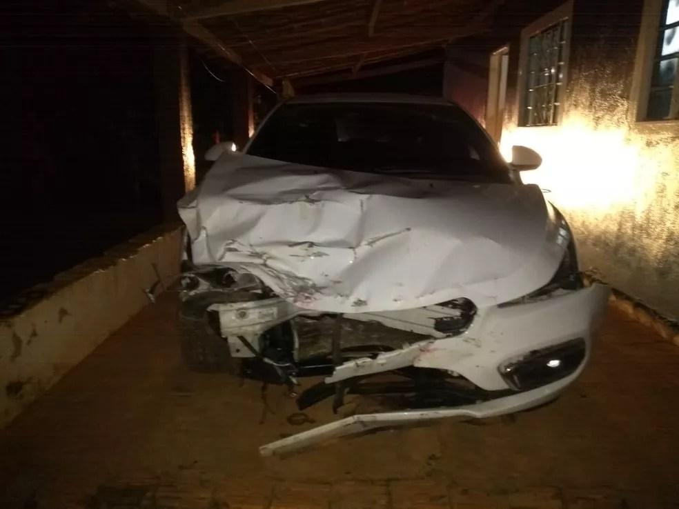 Carro que provocou acidente foi encontrado em sítio, em Promissão; motorista fugiu — Foto: Arquivo Pessoal