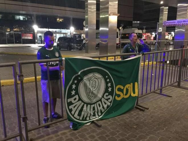 Palmeiras chegou ao hotel em Buenos Aires quase na madrugada de segunda-feira — Foto: Felipe Zito