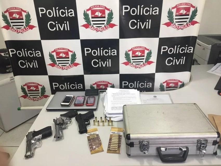 Material apreendido pela polícia em operação contra suspeito de mandar matar advogado (Foto: Divulgação/Polícia Civil )