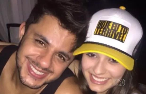 Cristiano Araújo e a namorada, Allana Moraes morreram em acidente em Goiás (Foto: Reprodução/TV Anhanguera)