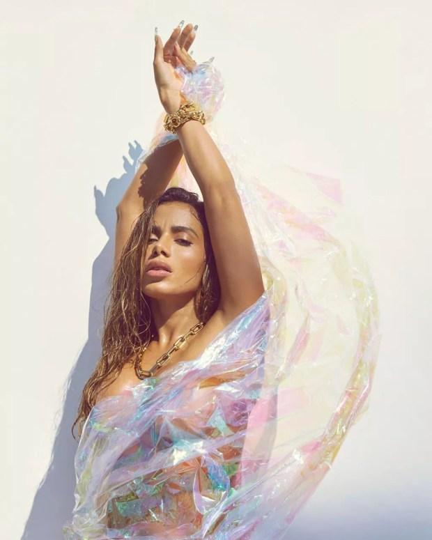 Anitta faz ensaio nu para a V Magazine (Foto: Reprodução/Instagram/V Magazine)