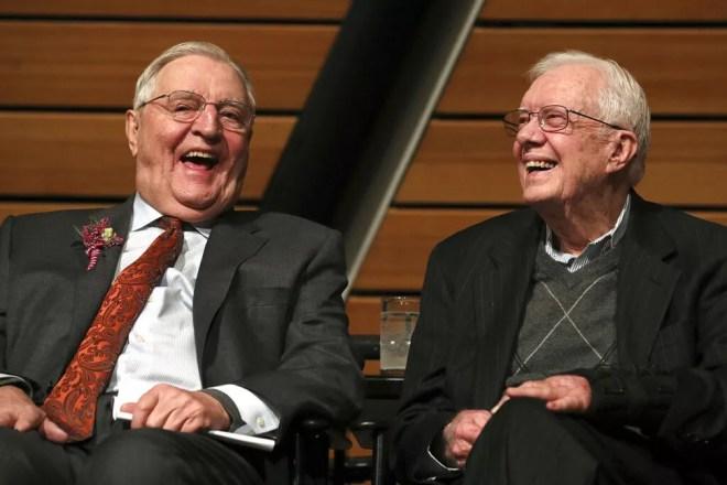 Walter Mondale e Jimmy Carter, que ocuparam respectivamente os cargos de vice e de presidente entre 1977 e 1981, em foto de 2018 — Foto: Anthony Souffle/Star Tribune via AP, arquivo