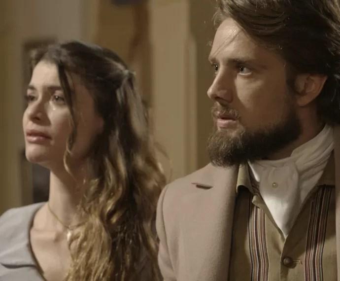 Felipe descobre que Lívia está no casarão para investigar a Condessa Vitória (Foto: TV Globo)