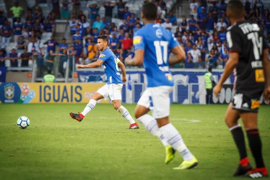Henrique não vê vantagem no Cruzeiro priorizar a Copa do Brasil em relação ao Brasileiro (Foto: Vinnicius Silva)
