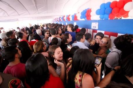 Candidatos procuram nome no listão da terceira e última fase do Sistema Seriado de Avaliação (Foto: Marlon Costa/Pernambuco Press)