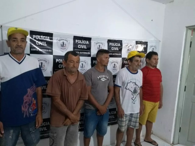 Parte do grupo preso pela polícia durante operação na cidade de Santa Quitéria — Foto: Divulgação/Polícia Civil