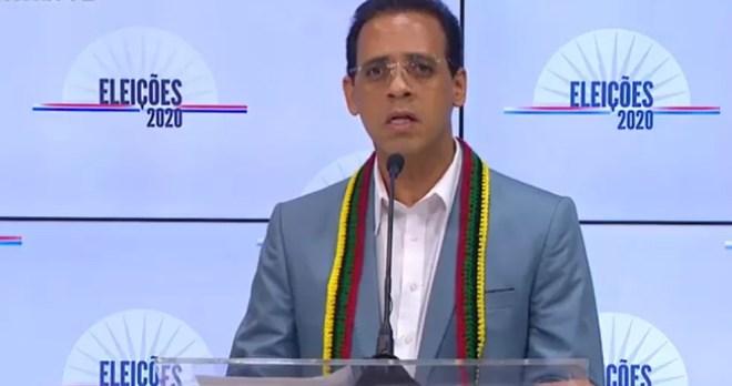 O candidato Hilton Coelho (PSOL) no debate da TV Educadora — Foto: Reprodução / Youtube