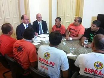 Representantes do movimento foram recebidos pelo secretário Luciano Vasquez (Foto: Pedro Lins/TV Globo)