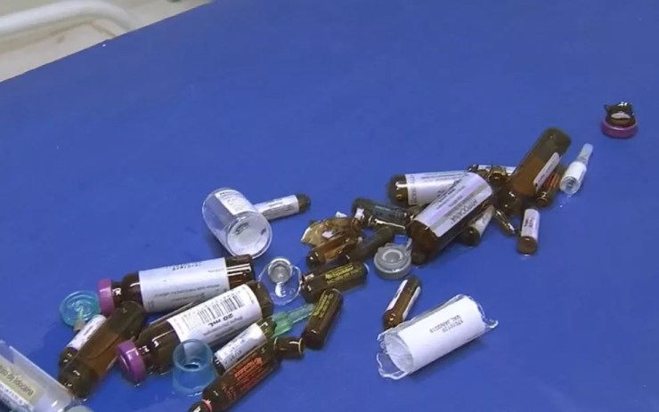 Medicamentos foram quebrados no ataque (Foto: Reprodução/TV TEM)