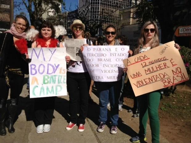 Mulheres lutam pelo fim da violência contra a mulher e pela igualdade de gênero (Foto: Adriana Justi/G1)