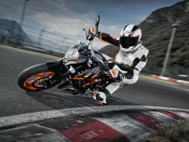 ktm-390-duke-movimento-02 - Moto KTM 390 Duke ABS chega ao Brasil por R$ 21.990