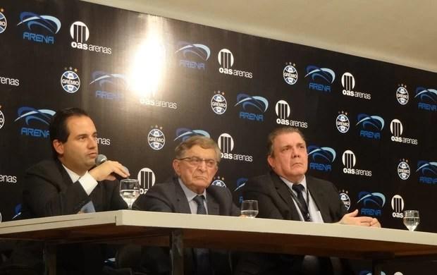 Carlos Eduardo Paes Barreto, Fábio Koff e Eduardo Pinto dão coletiva sobre contrato do Grêmio com a Arena (Foto: Hector Werlang/Globoesporte.com)