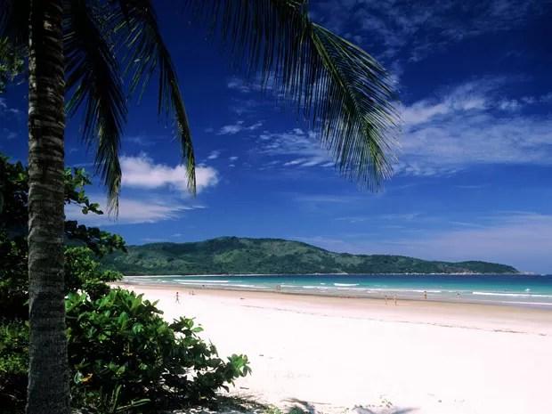 Praia de Mendes Lopes, em Ilha Grande, RJ (Foto: Gardel Bertrand/hemis.fr/AFP)