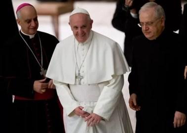 Papa pediu mudança para que mulheres participem da cerimônia de lava-pés (Foto: Alessandra Tarantino/AP)