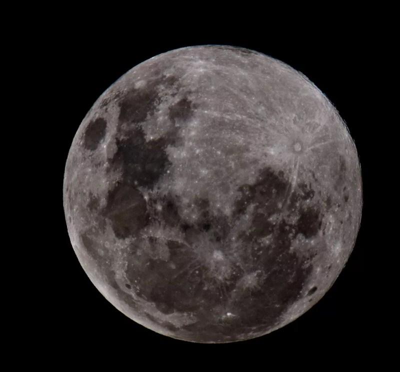 """Fotógrafo disse que estava há uma semana se preparando para fazer registros da """"super lua rosa"""" em MS — Foto: Vinicius Santana/Arquivo Pessoal"""