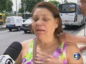 Mulher é assaltada na Presidente Vargas enquanto dá entrevista ao RJTV em 2014 (Foto: Reprodução/TV Globo)