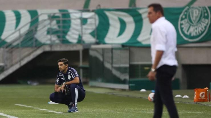 Abel Ferreira reflexivo durante jogo do Palmeiras — Foto: Cesar Greco/Ag. Palmeiras