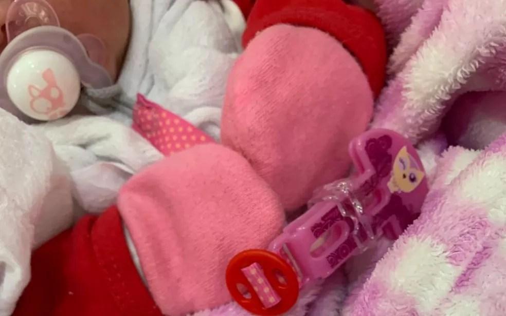 Bebê foi doado a casal pela mãe, que se arrependeu, em Goiânia — Foto: Polícia Civil/Divulgação