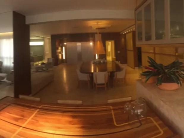 Central de automação controla temperatura e iluminação do apartamento (Foto: Murillo Velasco/G1)