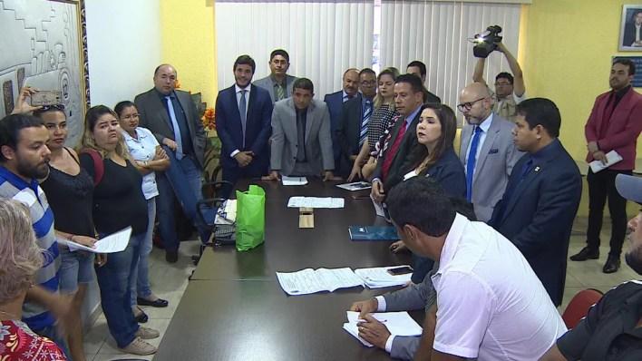 Vereadores voltaram a se reunir com representantes dos taxistas nesta segunda-feira, 2 (Foto: Rede Amazônica de Televisão/Reprodução)