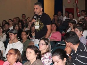 Público vindo de várias partes do Brasil debateu durante palestra (Foto: Jéssica Balbino/ G1)