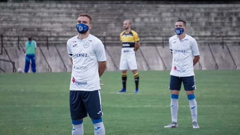 Jogadores do São Bento protestam contra realização de jogo pela Série C — Foto: Neto Bonvino/Bento TV