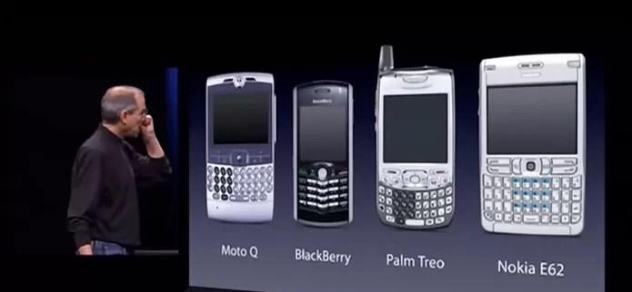 Steve Jobs fala sobre os smartphones da época no lançamento do primeiro iPhone (Foto: Divulgação/Apple)