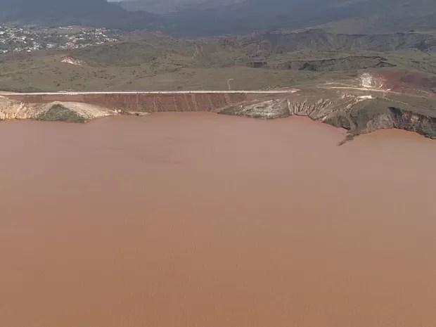 Barragem Germano é monitorada após rompimento das barragens do Fundão e Samtarém em Mariana, na Região Central de Minas (Foto: Reprodução/TV Globo)