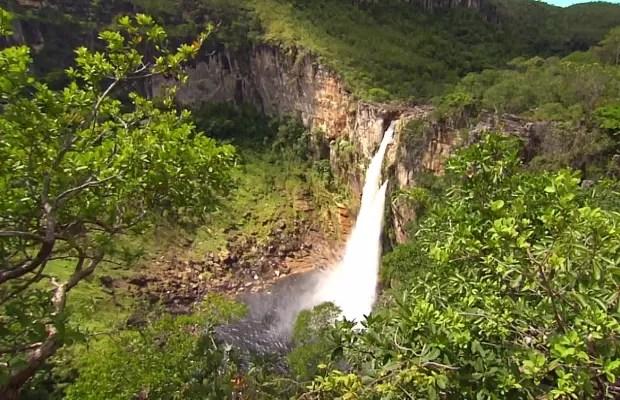 Cachoeira de 120 metros da Chapada dos Veadeiros, Goiás (Foto: Reprodução/TV Anhanguera)