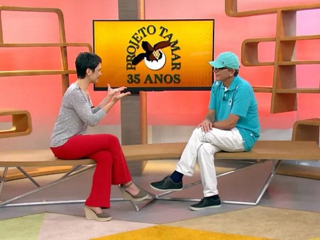 Sandra conversa com Guy, fundador do Projeto Tamar  (Foto: Globo)