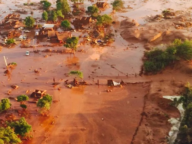 Rompimento da barragem de Fundão, em Bento Rodrigues, distrito de Mariana (Foto: Luis Eduardo Franco/TV Globo)