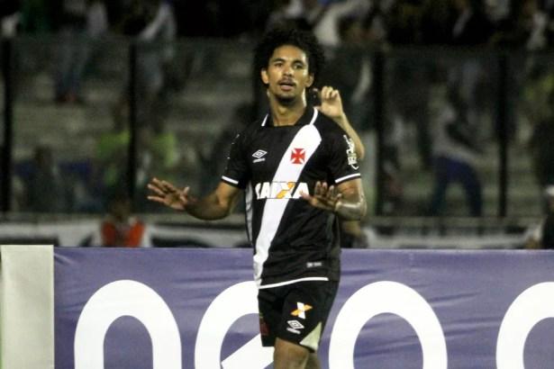Douglas foi vendido ao Manchester City (Foto: Paulo Fernandes/Vasco)
