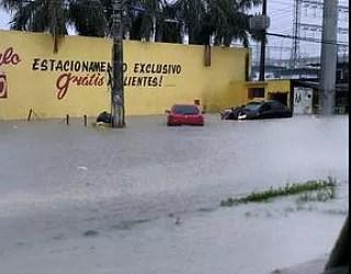 Várias vias ficaram alagadas  (Foto: Divulgação/Manaustrans)