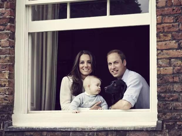 Príncipe William e Kate Middleton aparecem em nova foto com George (Foto: Jason Bell/Reuters)