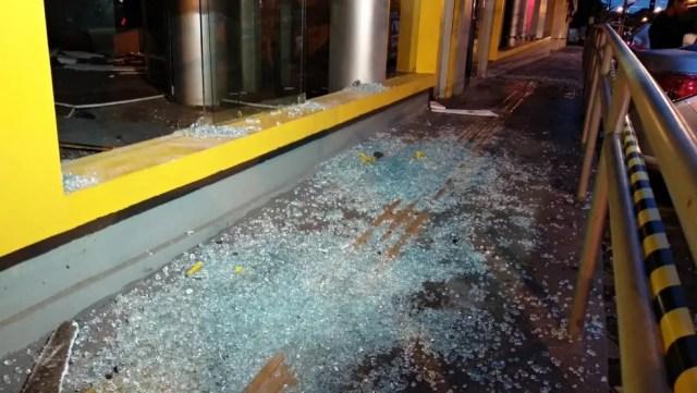 Bandidos explodem agência do Banco do Brasil, no bairro Anil, em São Luís — Foto: Douglas Pinto/TV Mirante