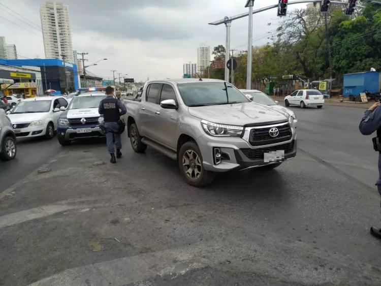 Caminhonete foi encontrada na Avenida Fernando Correa, em Cuiabá. — Foto: PM-MT