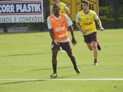 Toró participa de treino do São Paulo (Foto: Marcelo Hazan)