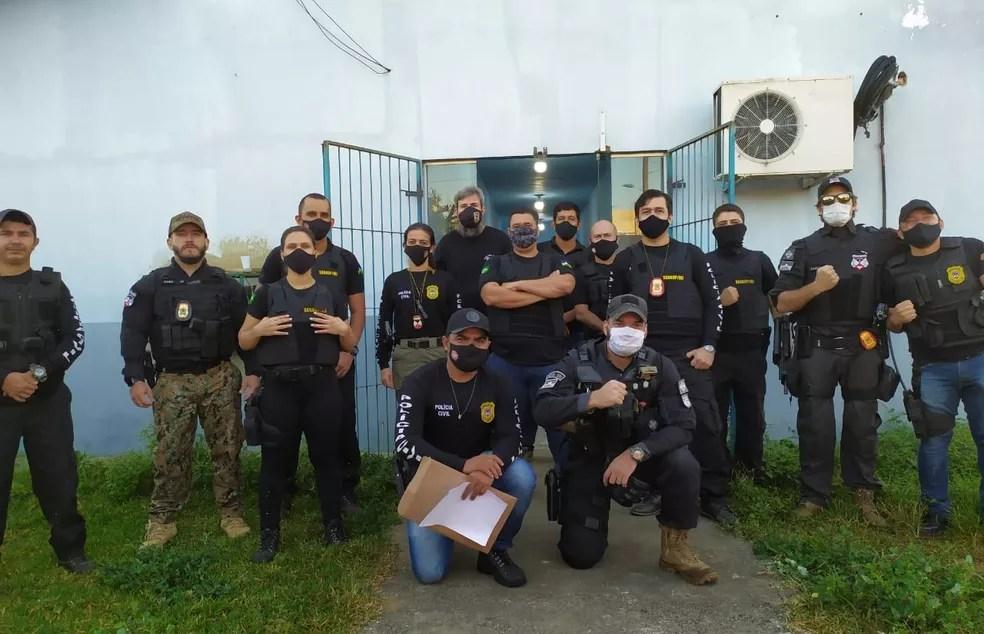 Agentes cumprem mandados na operação Vendetta — Foto: Polícia Civil/Divulgação