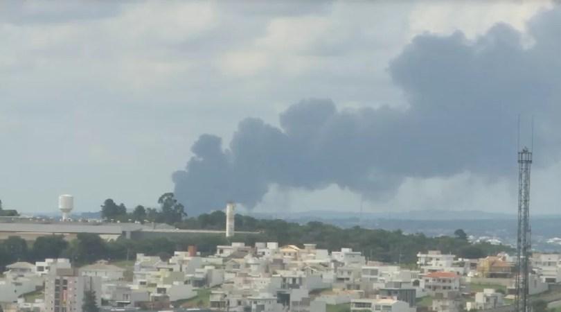 Fumaça de incêndio em Itu era vista de longe (Foto: Reprodução/TV TEM )