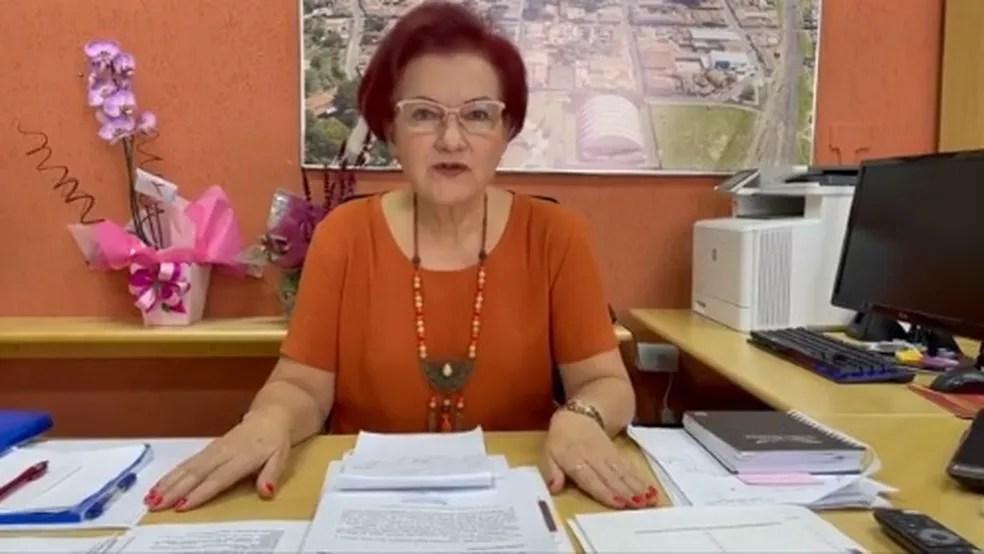 Dona Graça (PSDB) fez vídeo falando sobre a troca das vacinas em Itirapina — Foto: Reprodução/Facebook