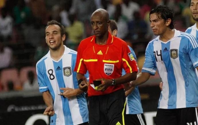 árbitro Ibrahim Chaibou (Foto: AP)