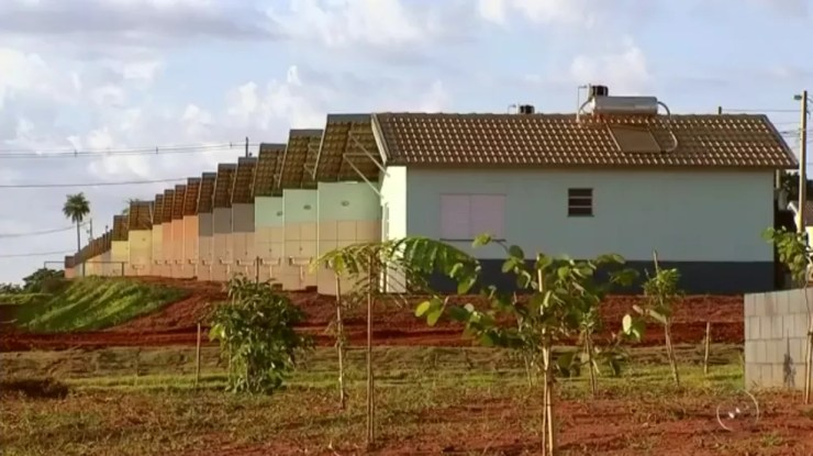 Mais de 1,3 mil casas populares foram entregues em Rio Preto durante visita do presidente Michel Temer e do ministro das Cidades Bruno Araújo (Foto: Reprodução/TV TEM)