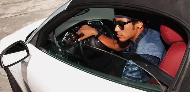 F de carros Neymar tem garagem dos sonhos  AUTO ESPORTE