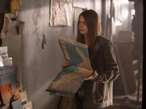 Cara Delevingne como Margo em cena de 'Cidades de papel', baseado no best-seller de John Green, também autor de 'A culpa é das estrelas' (Foto: Divulgação)