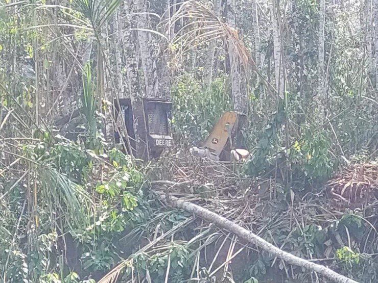 Maquinários foram encontrados pelos sawos na fronteira do Acre com o Peru  — Foto: Arquivo pessoal
