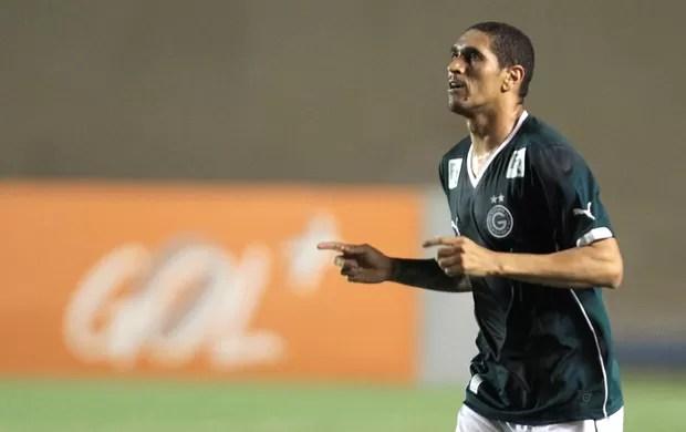Ramon comemora gol do Goiás contra o Figueirense (Foto: Carlos Costa / Agência estado)