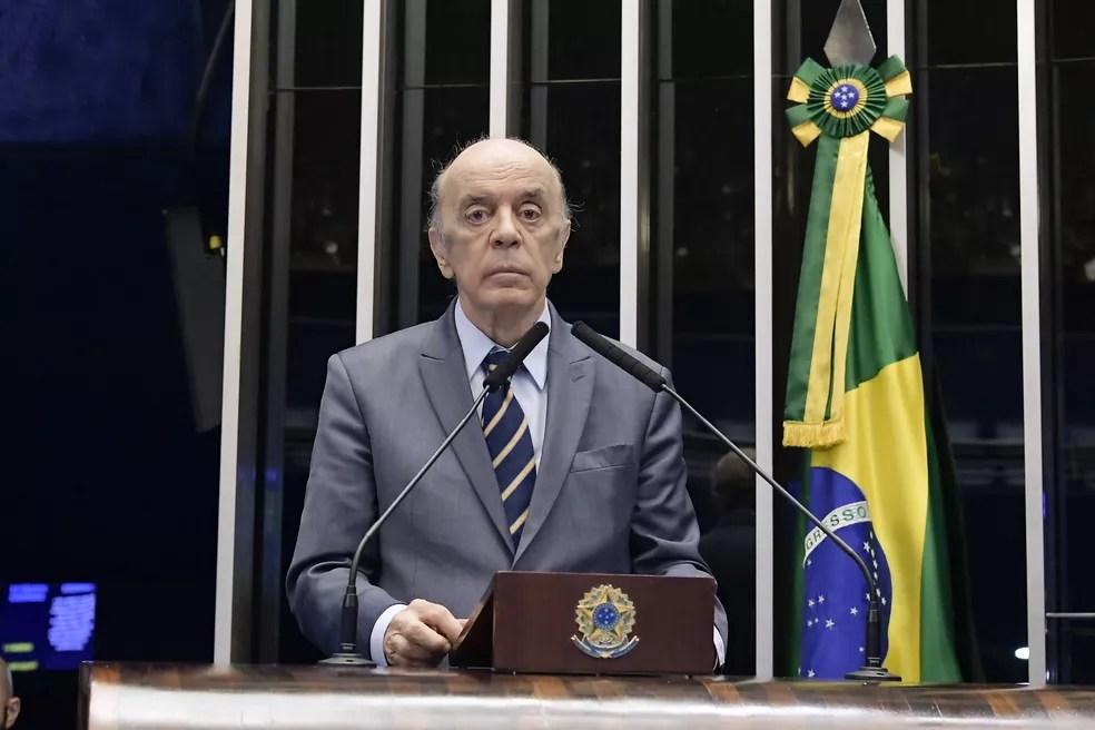 O senador José Serra (PSDB-SP) durante discurso na tribuna do plenário do Senado Federal — Foto: Waldemir Barreto/Agência Senado