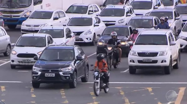 Motoristas de veículos com placas de finais 1 e 2 têm desconto de 5% no IPVA em caso de pagamento em março. — Foto: Reprodução/TV Bahia