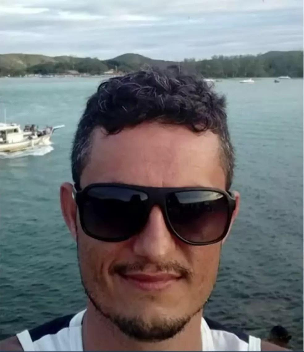 Antônio Paulo Castilho Cardoso foi preso em Itaperuna após gravar vídeo batendo na mulher — Foto: Reprodução/Inter TV